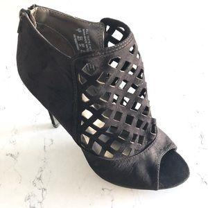 Attention Heels ladies shoe black 3/$25 sz7